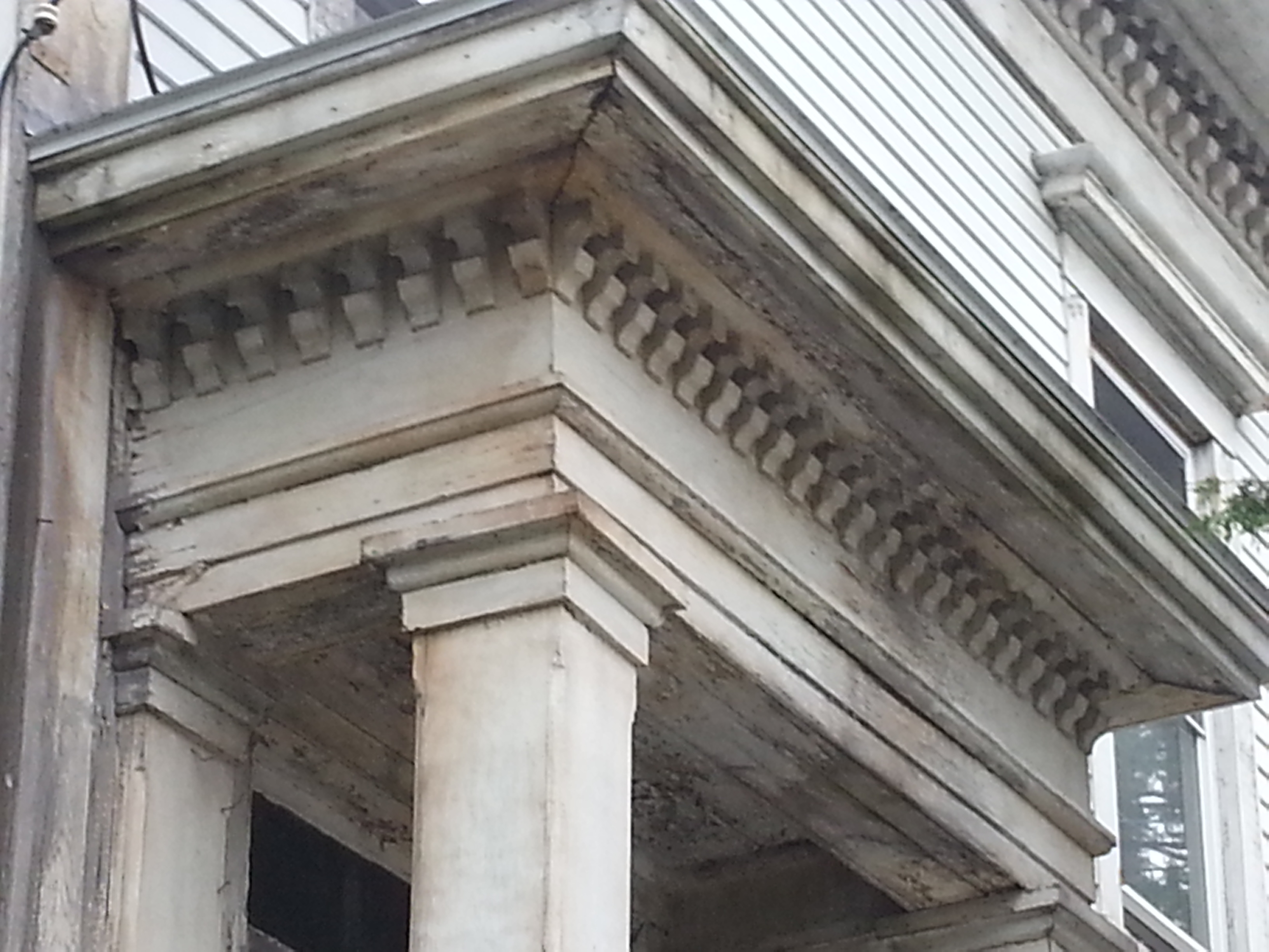 ionic columns and dentil - photo #14