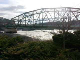 20150424_androscoggin-river-at-the-green-bridge